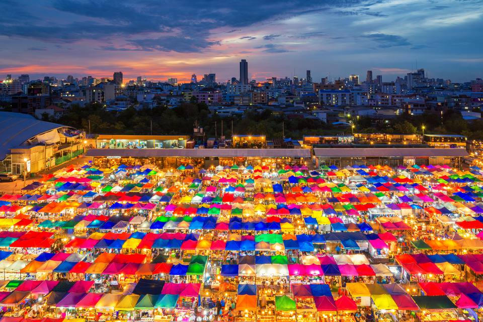 Chợ Chatuchak là điểm đến nổi bật của những khách đi tour Thái lan tự túc giá rẻ