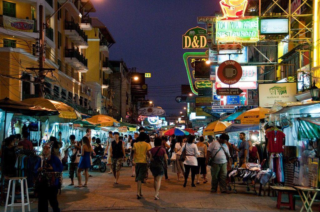 Khaosan - phiên chợ khô ng thể bỏ lỡ khi đi tour Thái Lan