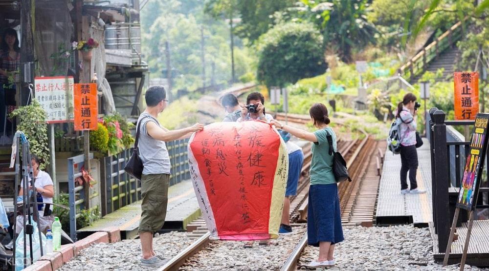 thả đèn đường tàu Jiufen- hoạt động đặc trưng khi đến xứ Đài